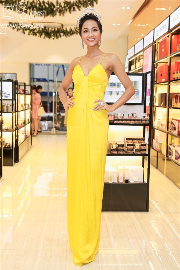 Liên tục trễ hẹn, Hoa hậu HHen Niê chia sẻ vì lịch làm việc dày đặc và kẹt xe mất kiểm soát-3