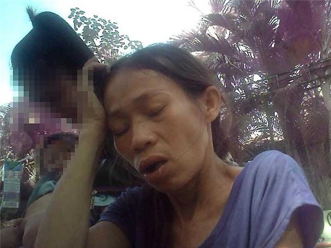 Cận cảnh mẹ ẵm con ăn xin, hít ma túy ở khu phố Tây - Ảnh 5.