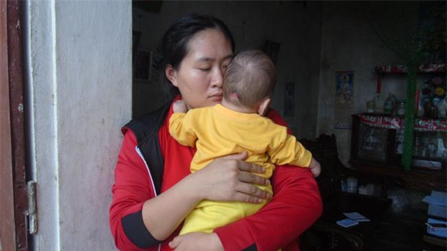 Con mới sinh đã mắc căn bệnh hiếm gặp ngặt nghèo, bố mẹ suốt ngày thay nhau bế vì con nằm xuống là tắt thở - Ảnh 6.