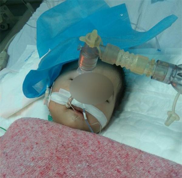 Đông Anh: Bé gái nguy kịch sau mũi tiêm nghi bị nhầm thuốc của nhân viên y tế - Ảnh 4.