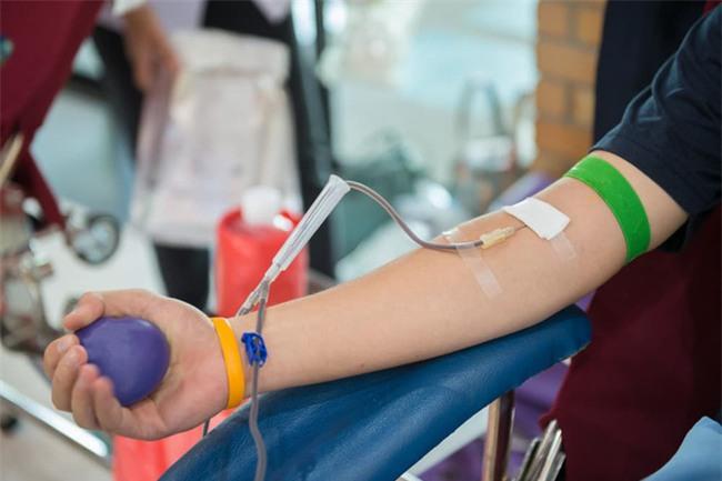 Tại sao hiến máu tình nguyện nhưng người bệnh vẫn mất tiền mua máu?-1