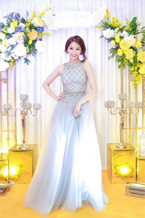 Hết Đặng Thu Thảo, Hari Won... giờ đến Mâu Thủy cũng mê đắm chiếc váy này-7