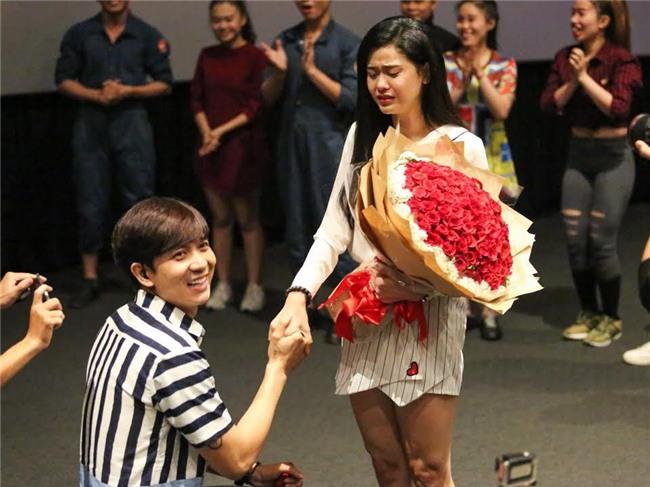 Không chỉ có Trường Giang và Nhã Phương, showbiz Việt cũng từng chứng kiến nhiều màn cầu hôn công khai cực lãng mạn! - Ảnh 5.