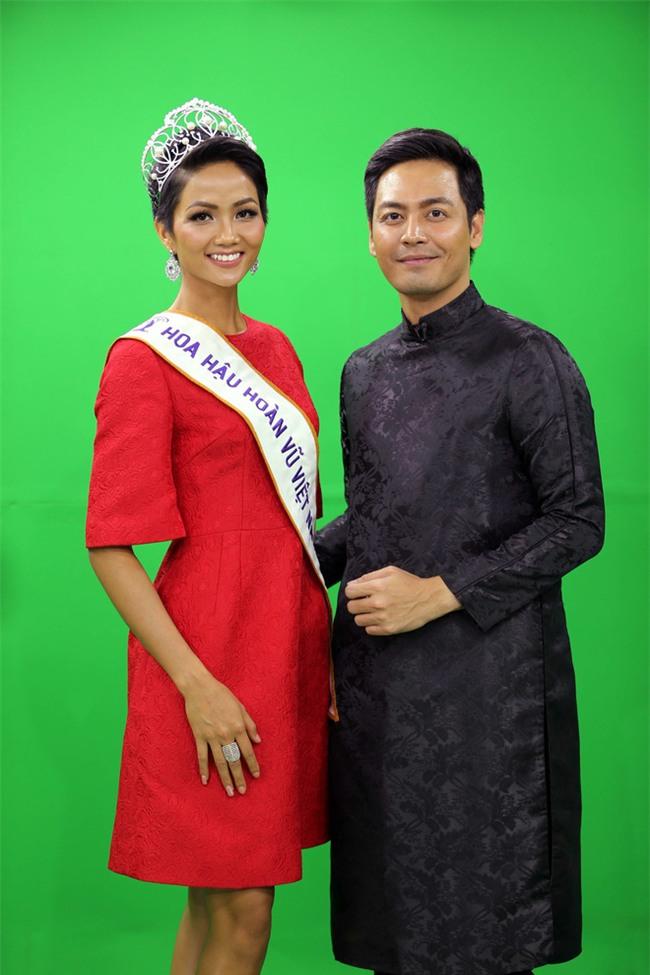 Sở hữu làn da nâu như Hhen Nie mặc đẹp không khó, quan trọng là phải chọn đúng tông màu hợp da - Ảnh 3.