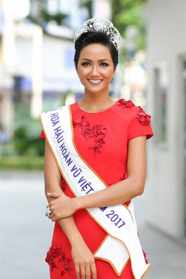 Sở hữu làn da nâu như Hhen Nie mặc đẹp không khó, quan trọng là phải chọn đúng tông màu hợp da - Ảnh 4.