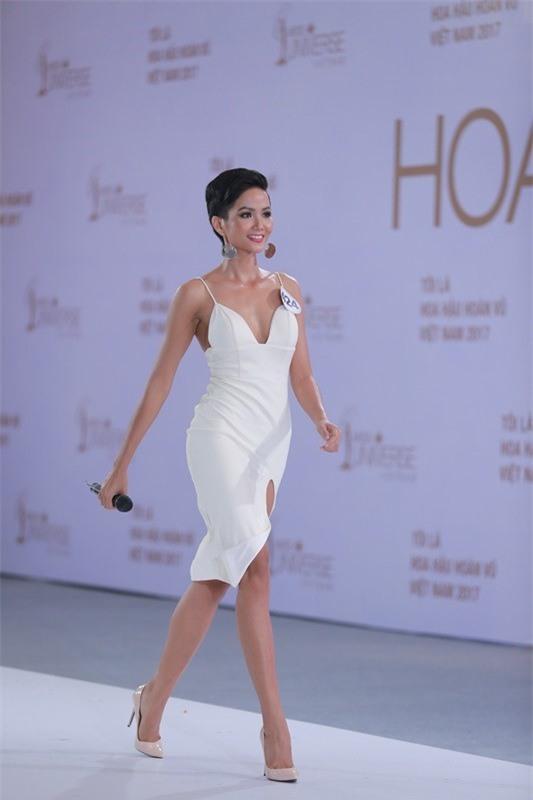 Sở hữu làn da nâu như Hhen Nie mặc đẹp không khó, quan trọng là phải chọn đúng tông màu hợp da - Ảnh 8.