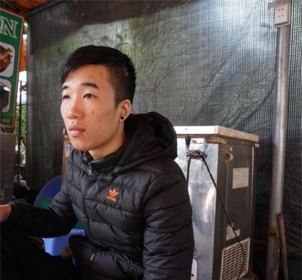 Nhân chứng kể lại giây phút cô gái bị trai Tây bịt mặt lao đến, dùng xăng thiêu sống giữa phố Hà Nội - Ảnh 3.