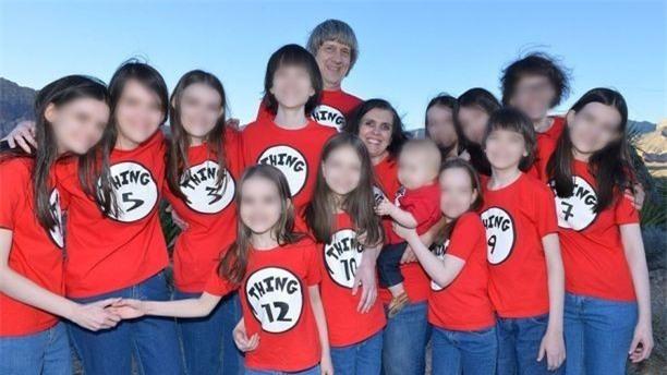 Bản án dành cho cặp vợ chồng quỷ dữ nhốt 13 con trong nhà: Nếu bị kết tội, họ có thể phải ngồi tù 94 năm - Ảnh 3.