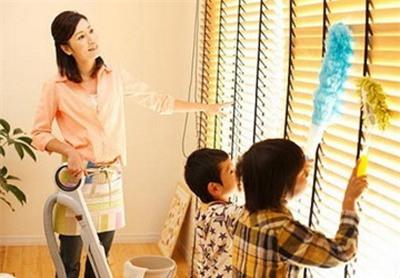 Trả tiền cho trẻ làm việc nhà: Đừng làm hư con! - Ảnh 2.