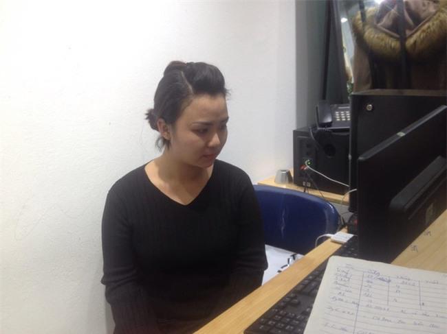 Nữ nhân viên shop quần áo ở Hà Nội kể lại giây phút bị gã đàn ông mặc áo GrabBike xịt dung dịch lạ để cướp tài sản - Ảnh 3.
