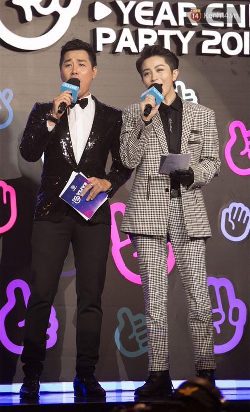 MC Nguyên Khang khiến sự kiện bật cười khi nhắc Ngô Kiến Huy: Nếu cầu hôn Khổng Tú Quỳnh thì nói trước để không cắt nhầm sóng trực tiếp - Ảnh 1.