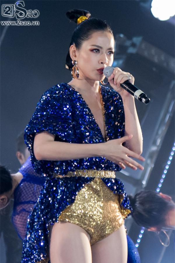 Hát live chênh phô, Chi Pu vẫn giành giải Ca sĩ đột phá của năm-4
