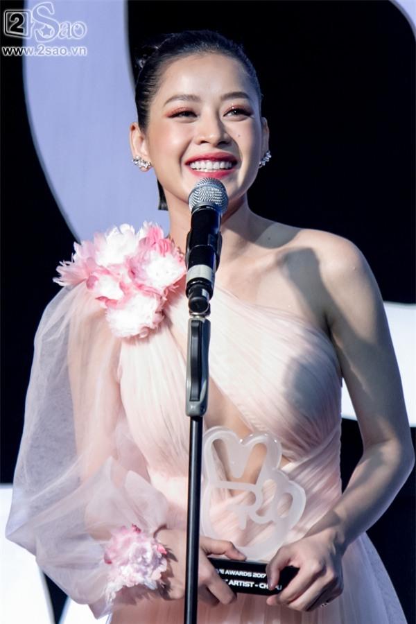 Hát live chênh phô, Chi Pu vẫn giành giải Ca sĩ đột phá của năm-7