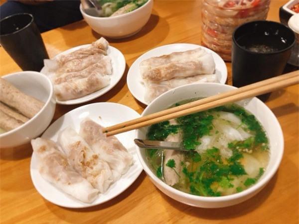 Đặc sản bánh cuốn canh Cao Bằng 'gây sốt' ở Hà Nội - Bạn đã biết địa chỉ nào ăn cực ngon? - Ảnh 1.