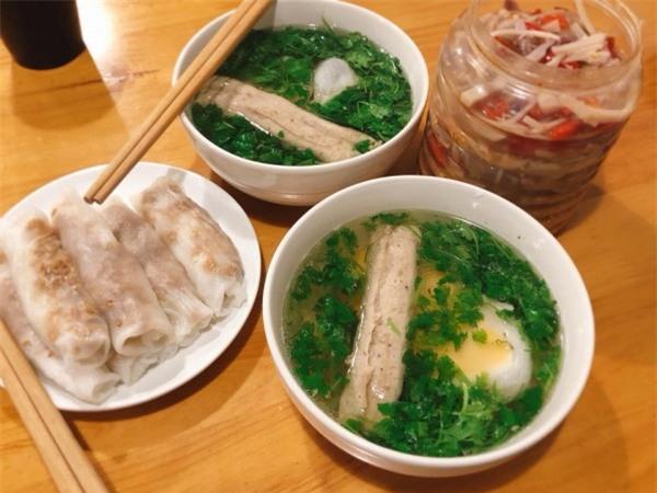 Đặc sản bánh cuốn canh Cao Bằng 'gây sốt' ở Hà Nội - Bạn đã biết địa chỉ nào ăn cực ngon? - Ảnh 2.