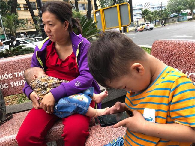 Chồng bỏ đi, người mẹ trẻ nuốt nước mắt nuôi hai con nhỏ dại, bệnh tật - Ảnh 12.