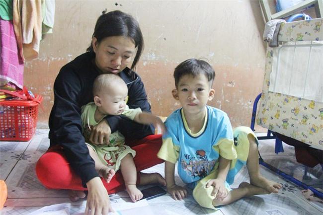 Chồng bỏ đi, người mẹ trẻ nuốt nước mắt nuôi hai con nhỏ dại, bệnh tật - Ảnh 5.