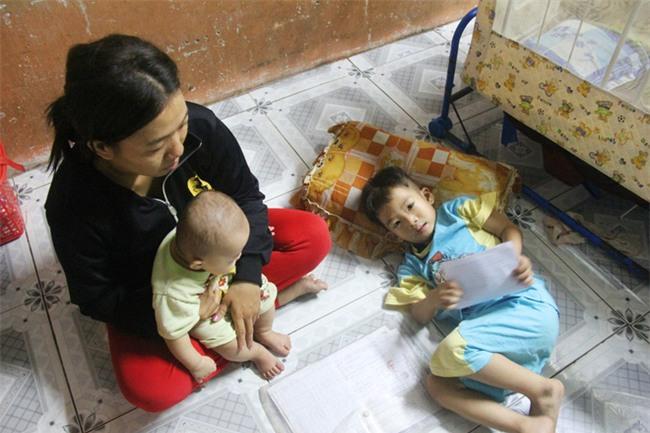 Chồng bỏ đi, người mẹ trẻ nuốt nước mắt nuôi hai con nhỏ dại, bệnh tật - Ảnh 8.