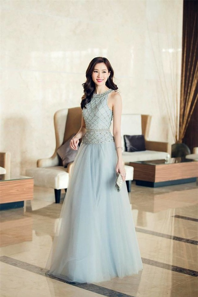 Kể từ khi đăng quang, từ Hoa hậu HHen Niê cho đến 2 Á hậu Hoàn vũ cứ mải miết dùng lại đồ cũ - Ảnh 10.
