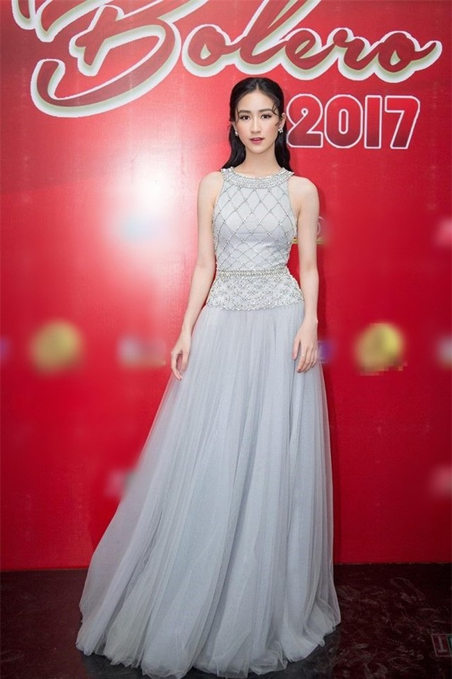 Kể từ khi đăng quang, từ Hoa hậu HHen Niê cho đến 2 Á hậu Hoàn vũ cứ mải miết dùng lại đồ cũ - Ảnh 12.