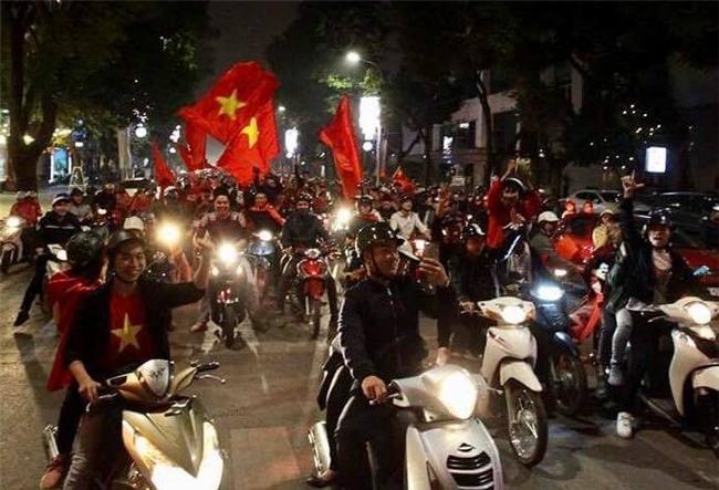 Cả nước vỡ òa với chiến tích lịch sử của U23 Việt Nam - Ảnh 11.