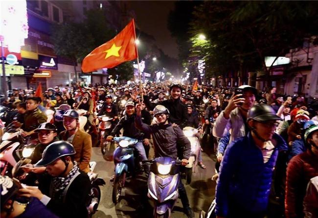 Cả nước vỡ òa với chiến tích lịch sử của U23 Việt Nam - Ảnh 12.