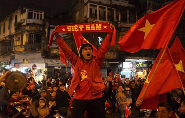 Cả nước vỡ òa với chiến tích lịch sử của U23 Việt Nam - Ảnh 13.