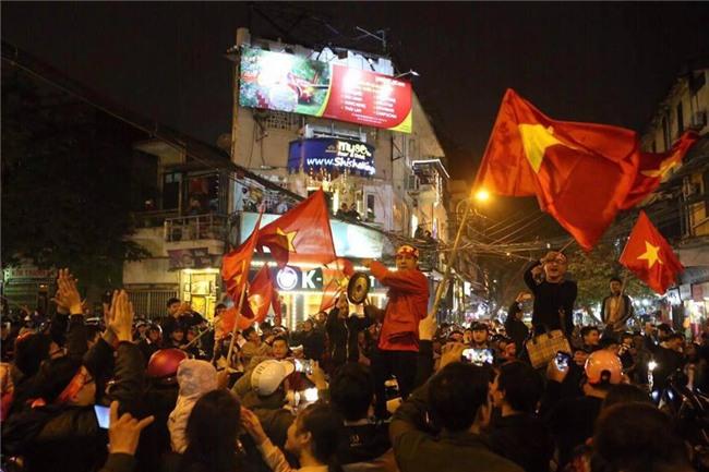 Cả nước vỡ òa với chiến tích lịch sử của U23 Việt Nam - Ảnh 14.