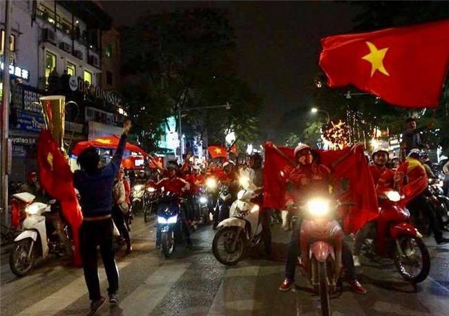 Cả nước vỡ òa với chiến tích lịch sử của U23 Việt Nam - Ảnh 15.