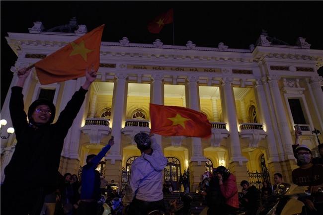 Cả nước vỡ òa với chiến tích lịch sử của U23 Việt Nam - Ảnh 2.