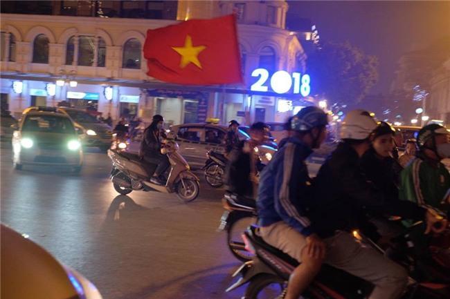 Cả nước vỡ òa với chiến tích lịch sử của U23 Việt Nam - Ảnh 3.
