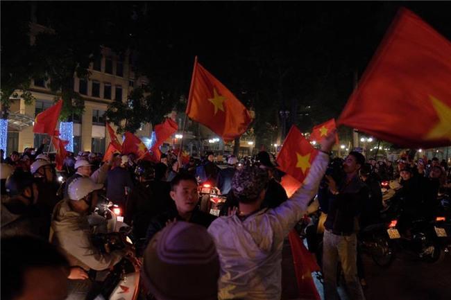 Cả nước vỡ òa với chiến tích lịch sử của U23 Việt Nam - Ảnh 6.