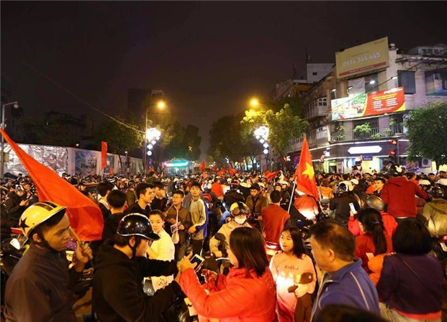 Cả nước vỡ òa với chiến tích lịch sử của U23 Việt Nam - Ảnh 7.