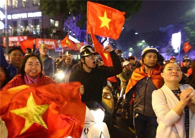Cả nước vỡ òa với chiến tích lịch sử của U23 Việt Nam - Ảnh 9.