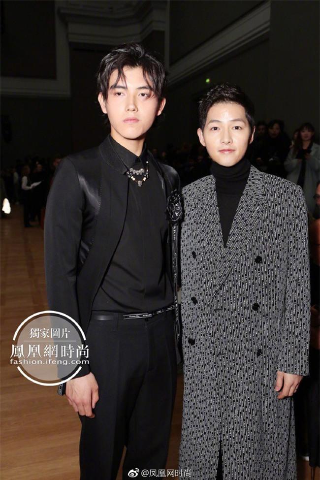 Lâu lắm mới thấy xuất hiện, Song Joong Ki lại khiến người ta trầm trồ vì diện đồ còn đẹp hơn người mẫu tại show Dior - Ảnh 6.