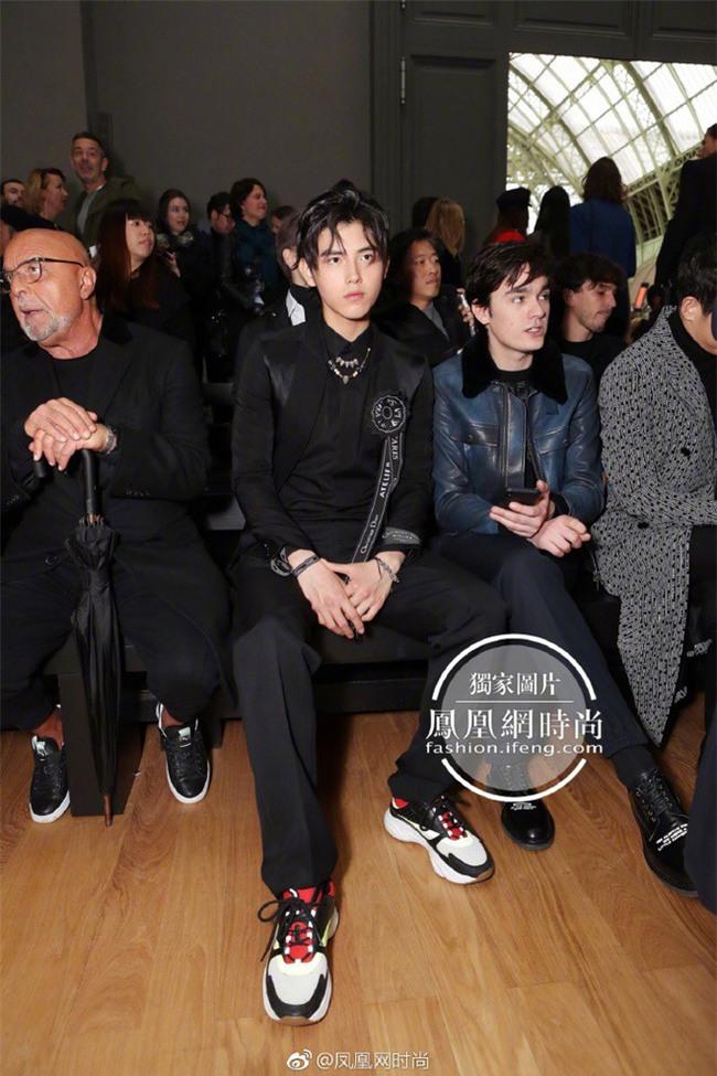 Lâu lắm mới thấy xuất hiện, Song Joong Ki lại khiến người ta trầm trồ vì diện đồ còn đẹp hơn người mẫu tại show Dior - Ảnh 7.