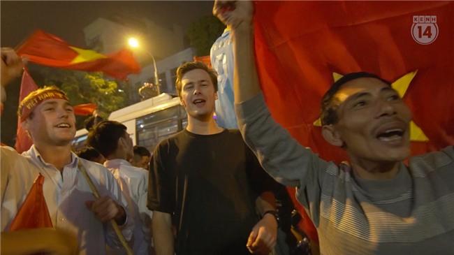 Clip: Nhìn lại 1 đêm cả Việt Nam vỡ oà vì U23, khi triệu trái tim cùng thót tim, hạnh phúc và tự hào! - Ảnh 7.