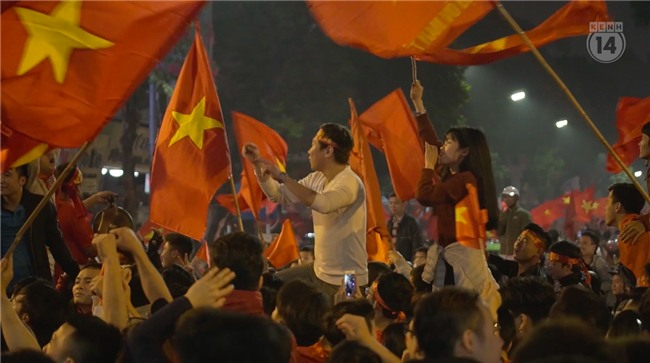 Clip: Nhìn lại 1 đêm cả Việt Nam vỡ oà vì U23, khi triệu trái tim cùng thót tim, hạnh phúc và tự hào! - Ảnh 9.