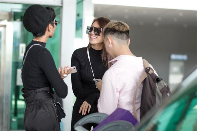 Kệ cánh stylist khẩu chiến, Hoa hậu HHen Niê cứ khoe street style đầu tiên của mình cái đã - Ảnh 3.