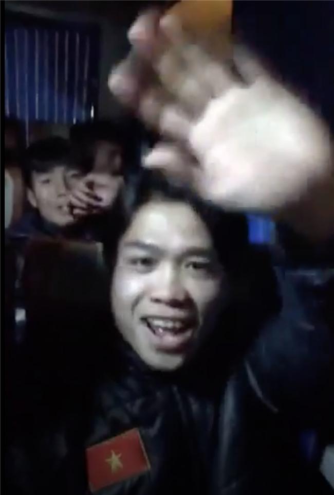 Hit Người lạ ơi được U23 Việt Nam nghe trong đêm lịch sử - Ảnh 2.
