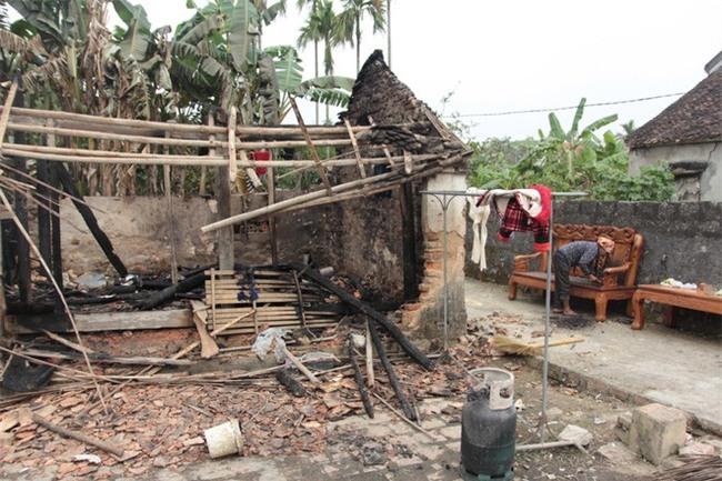 Vụ nghịch tử đốt nhà nghi thua cá độ: Vợ chồng tôi vừa xem xong trận U23 Việt Nam thì nghe hô hoán cháy nhà - Ảnh 1.