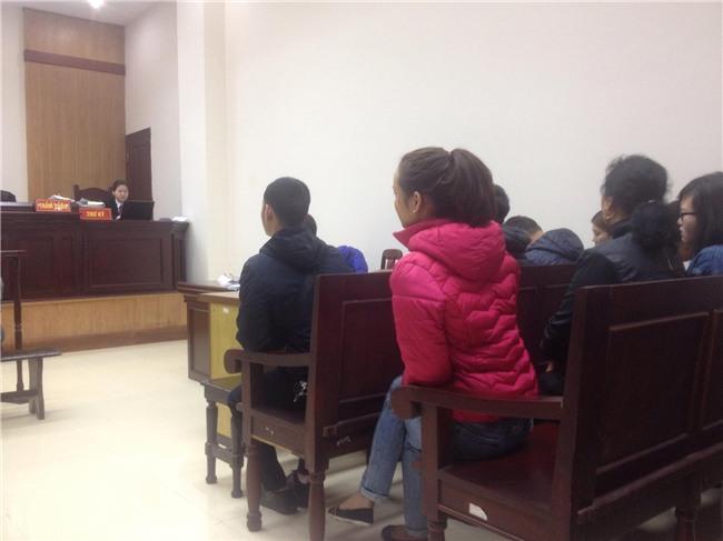 Xét xử phúc thẩm đối tượng 79 tuổi hiếp dâm bé gái 3 tuổi ở Hà Nội: Bị cáo Vĩnh liên tục kêu oan - Ảnh 1.