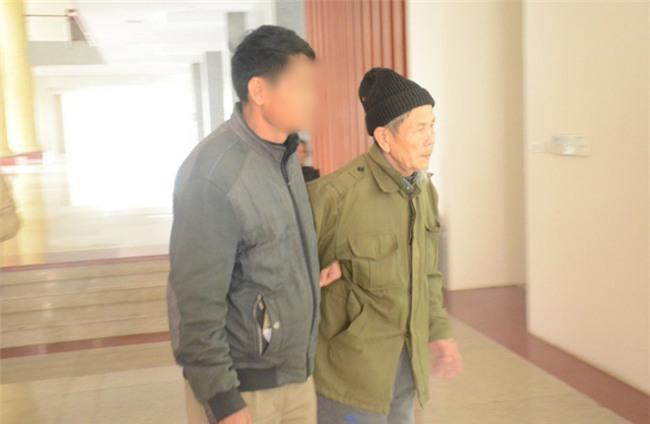 Xét xử phúc thẩm đối tượng 79 tuổi hiếp dâm bé gái 3 tuổi ở Hà Nội: Bị cáo Vĩnh liên tục kêu oan - Ảnh 3.