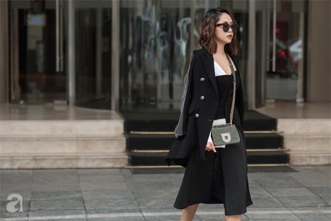Tuần qua nắng ấm nên các quý cô Hà Thành được dịp khoe loạt street style với váy cực điệu - Ảnh 1.