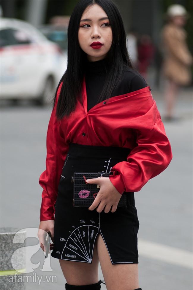 Tuần qua nắng ấm nên các quý cô Hà Thành được dịp khoe loạt street style với váy cực điệu - Ảnh 10.