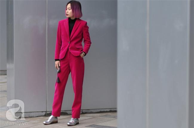 Tuần qua nắng ấm nên các quý cô Hà Thành được dịp khoe loạt street style với váy cực điệu - Ảnh 11.