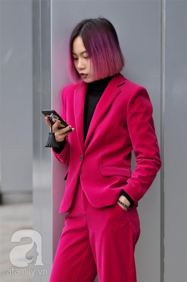 Tuần qua nắng ấm nên các quý cô Hà Thành được dịp khoe loạt street style với váy cực điệu - Ảnh 12.