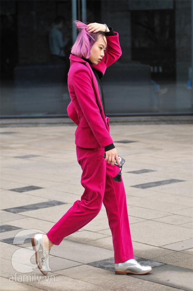 Tuần qua nắng ấm nên các quý cô Hà Thành được dịp khoe loạt street style với váy cực điệu - Ảnh 13.