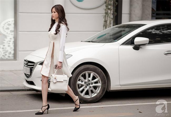 Tuần qua nắng ấm nên các quý cô Hà Thành được dịp khoe loạt street style với váy cực điệu - Ảnh 4.