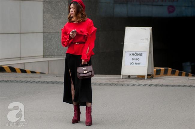 Tuần qua nắng ấm nên các quý cô Hà Thành được dịp khoe loạt street style với váy cực điệu - Ảnh 5.